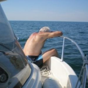 Angler mit Seekrankheit